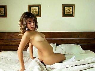 Hairy Latina Danielle masturbates