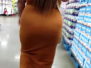 Plump Asian booty in a tight dress
