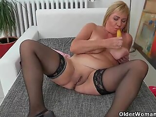 European gilf Pem strips off and dildos her old pussy