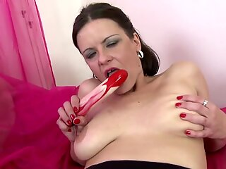 Hot mature mother with sexy body wants your cock