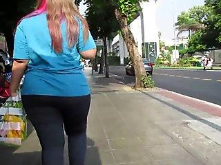 Phat ass Thai MILF in gray leggings