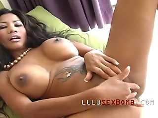HUGE tits on super sexy Thai girl