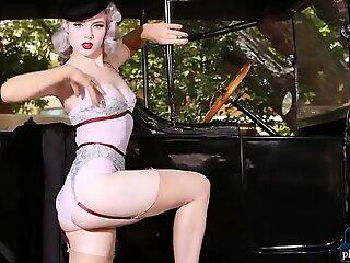 Marylin Monroe tribute by Russian MILF blonde Mosh