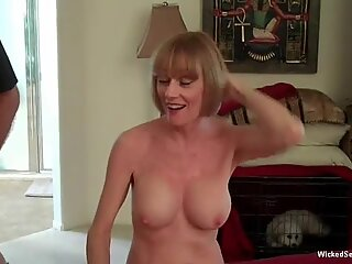 Blowjob From The Sexiest Granny In Town