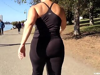 Plump Asian Nutbooty in Yogapants