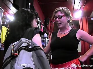 Mature babe fucks a younger lady