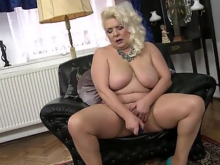 older fabulous GILF with very greedy vagina