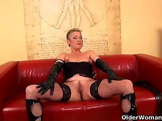 Granny in stockings fucks a big dildo
