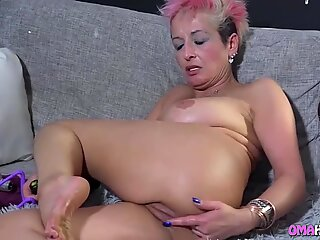Babe Eating Milf Cunt