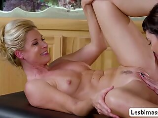 India Summer teach Audrey Noir how to lick a costumers pussy - Mandy Snyder